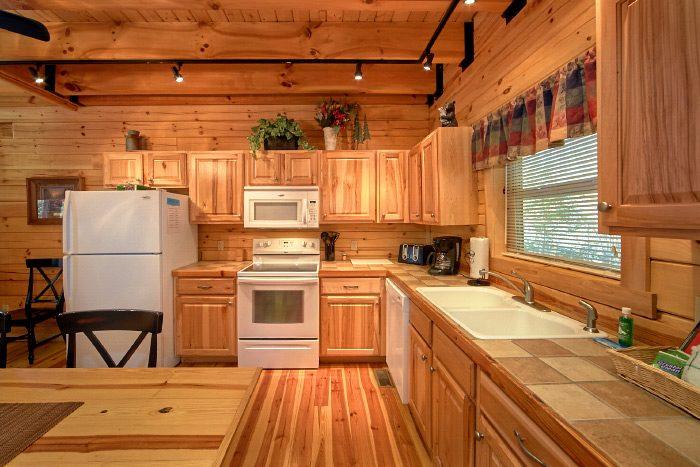 3 Bedroom Cabin rental with Full Kitchen - Hillside Haven