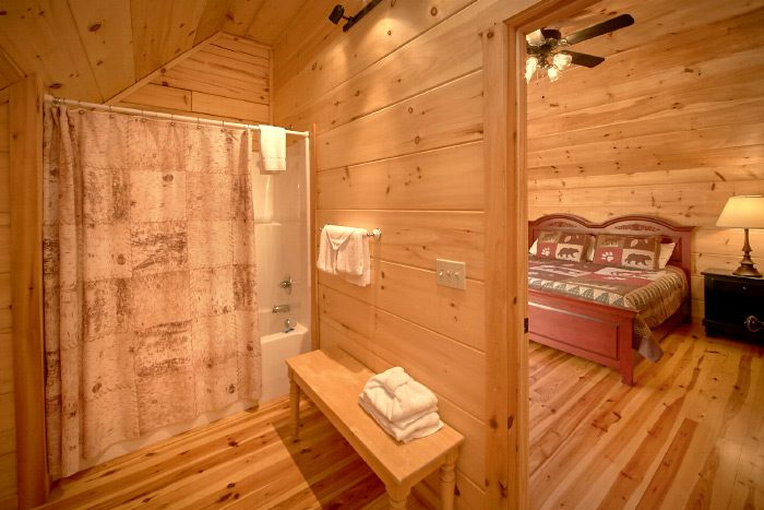 3 Bedroom Suite Cabin with Private baths - Hillside Haven