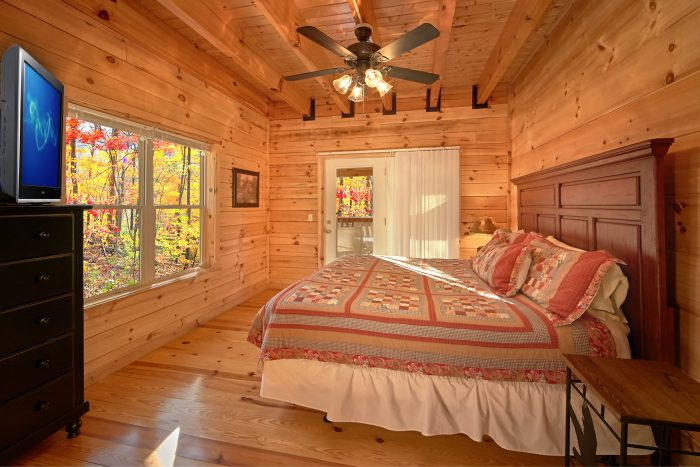 Luxury Cabin with 3 King Master Suites - Hillside Haven
