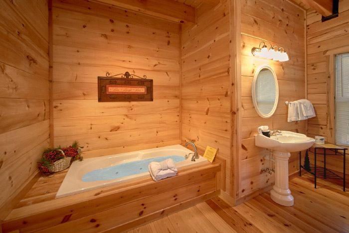 Luxury Smoky Mountain Cabin Rental with 3 baths - Hillside Haven