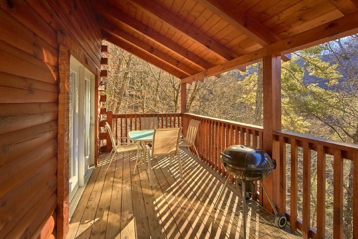 3 Bedroom Cabin with grill and Private Location - Hillside Haven