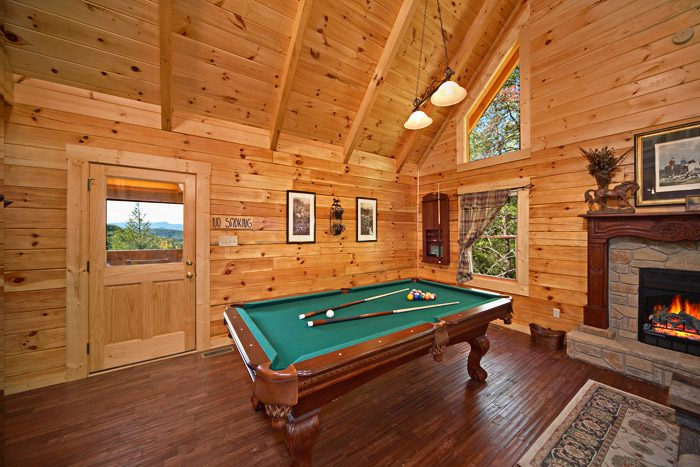 Gatlinburg Cabin with Pool Table in Living Room - Hold Yer Horses