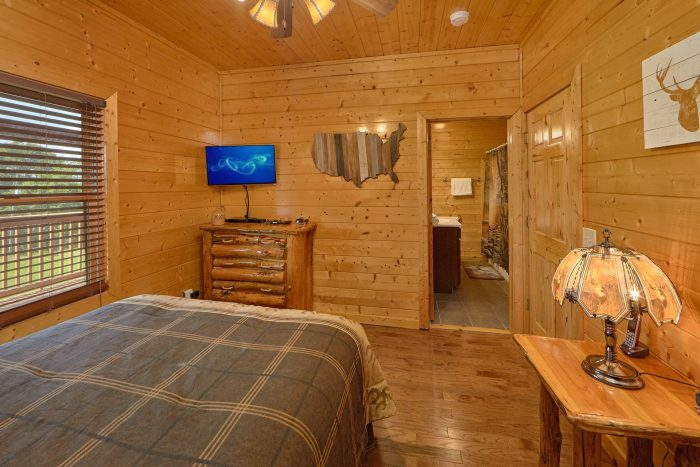 3 Bedroom Cabin with 3 Private Bathrooms - Honey Bear