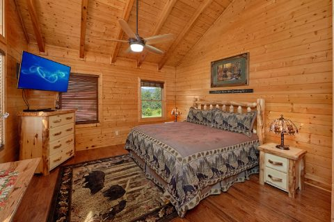 Master Bedroom with King Bed and Private Balcony - Honey Bear