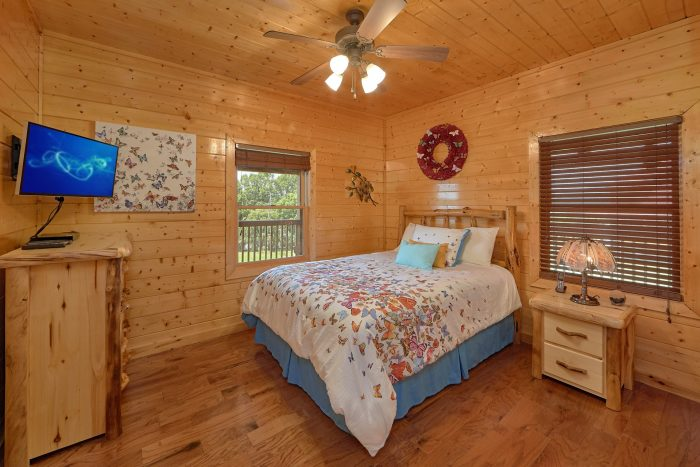 3 Bedroom Cabin with 2 queen beds - Honey Bear