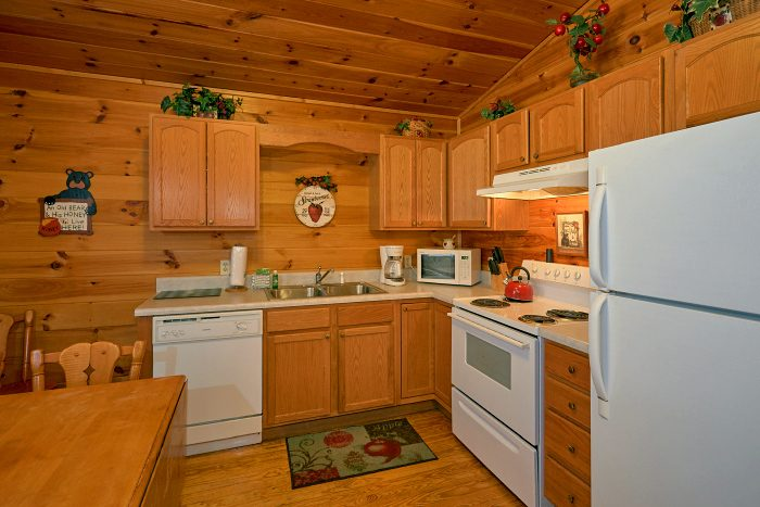 2 Bedroom Cabin with Full Size Kitchen - Honey Bear Hill