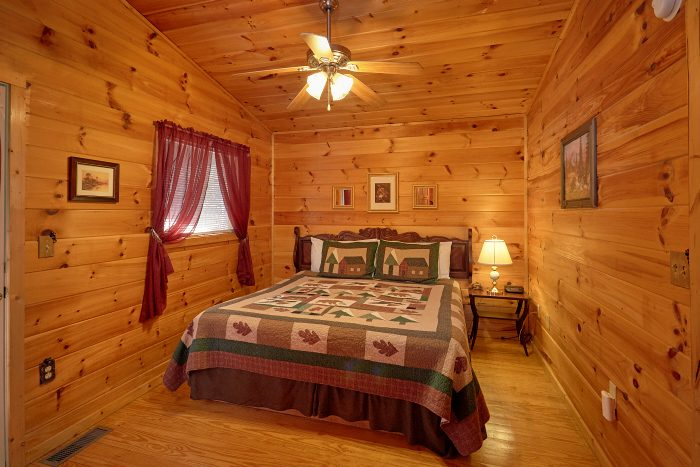 2 Bedroom Cabin with 2 Private Queen Bedrooms - Honey Bear Hill
