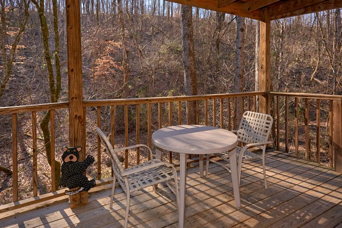 Cabin with Deck, Grill and Swing with View - Honey Bear Hill