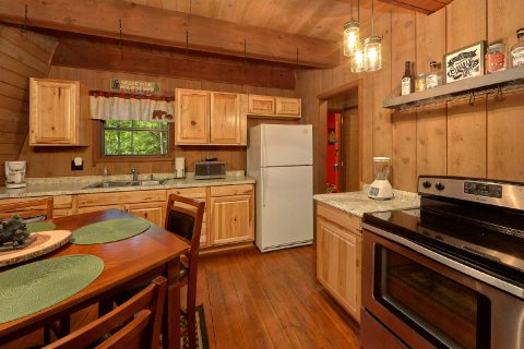 2 Bedroom Cabin with a Fully Stocked Kitchen - Honeycomb Hideout
