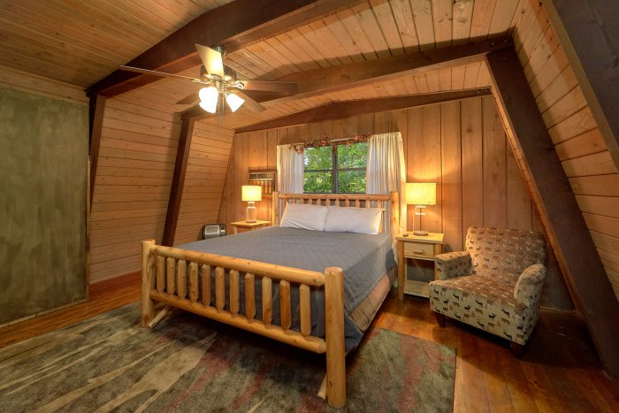2 Bedroom Cabin with a King Bed - Honeycomb Hideout