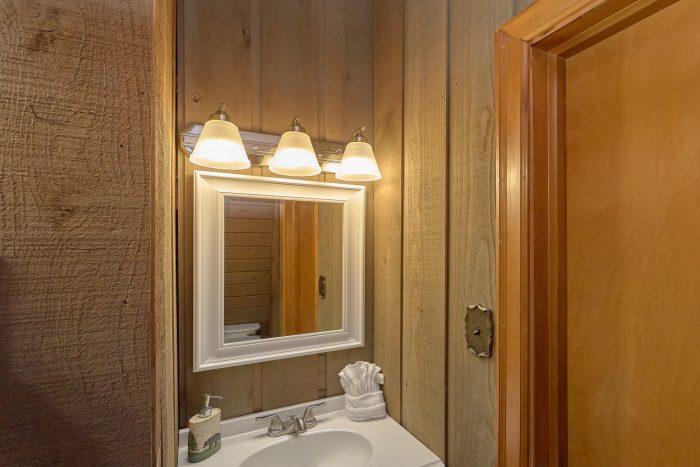 2 Bedroom Cabin in Sky Harbor with 1 Bathroom - Honeycomb Hideout