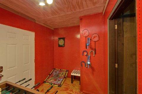 2 Bedroom Cabin with a Game Room - Honeycomb Hideout