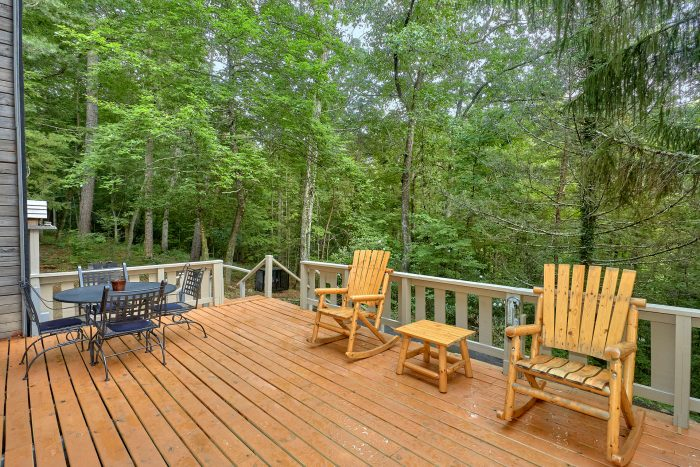 2 Bedroom Cabin with a Large Private Deck - Honeycomb Hideout