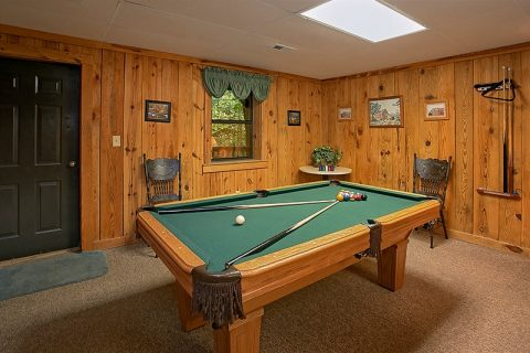 Gatlinburg 3 Bedroom Cabin with Pool Table - Hunting Hollow Haven
