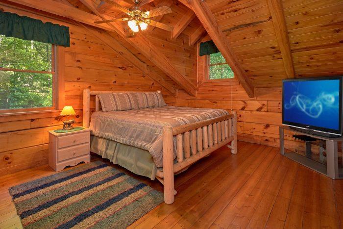 3 Bedroom cabin Sleeps 8 Loft Queen Bedroom - Hunting Hollow Haven