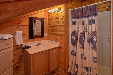 Gatlinburg 3 Bedroom 3 Bath Cabin Sleeps 8 - Hunting Hollow Haven