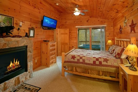 1 Bedroom Cabin with Fireplace in Master Bedroom - I Don't Want 2 Leave