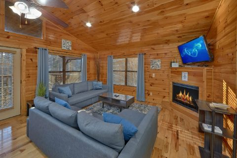 Cabin with large living area and sleeper sofa - I Love View
