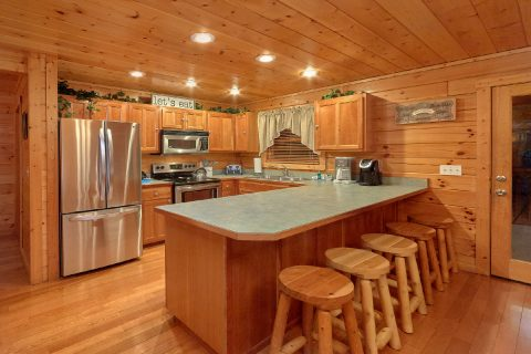 Spacious Kitchen 5 Bedroom Cabin - In The Heart Of Pigeon Forge