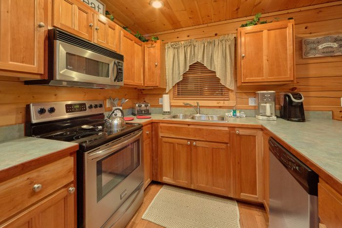 Pigeon Forge 5 Bedroom Cabin Sleeps 15 - In The Heart Of Pigeon Forge