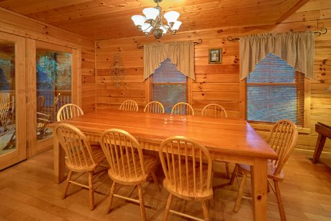 Large Spacious Dining Room 5 Bedroom Cabin - In The Heart Of Pigeon Forge