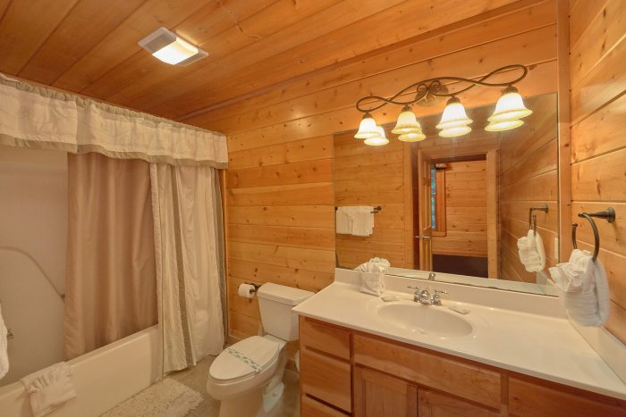 5 Bedroom Cabin Sleeps 15 Extra Sleeping Loft - In The Heart Of Pigeon Forge