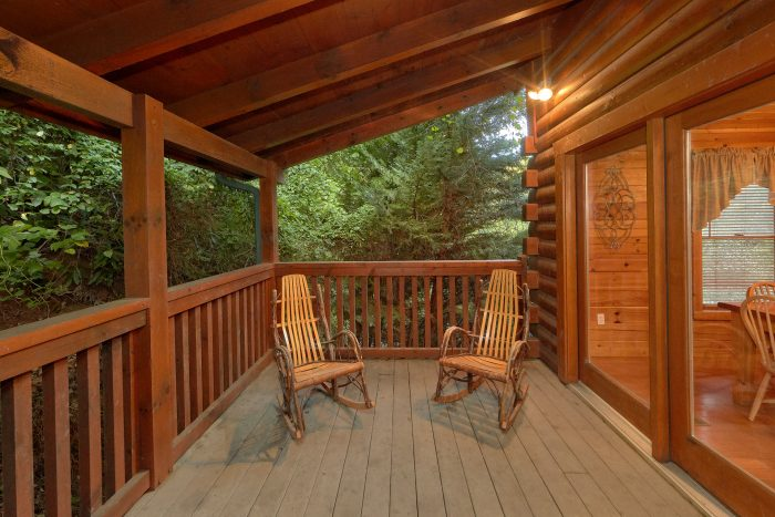 Relaxing Space Large Coved Decks - In The Heart Of Pigeon Forge