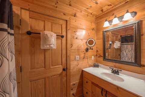 1 bedroom cabin with Private Bathroom - It's A Waterful Life