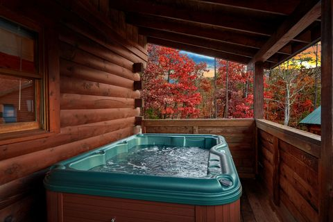 Smoky Mountain Cabin with a Hot Tub - It's About Time
