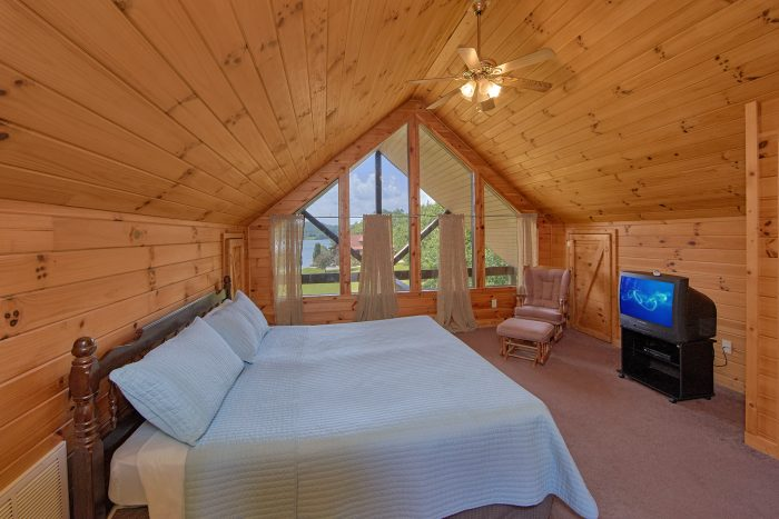 Large Top Floor Bedroom with Views of the Lake - Ivey's Cove