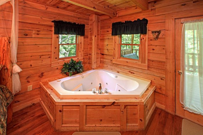 Jacuzzi Tub in Honey Moon Cabin - Jungle Boogie