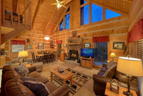 Cozy 2 bedrom cabin with wood burning fireplace - Just Barely Making It