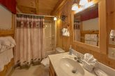 2 Bedroom cabin with Private Master Bathroom