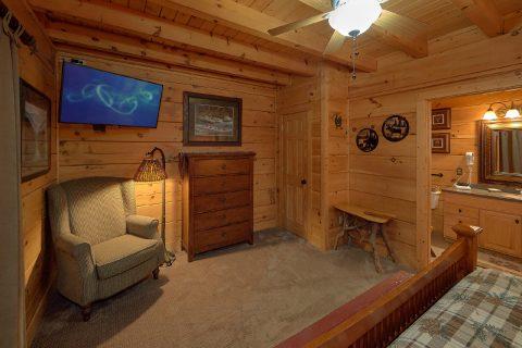 Large Open Floor Plan 6 Bedroom Cabin Sleeps 18 - KenKnight's Wilderness Lodge