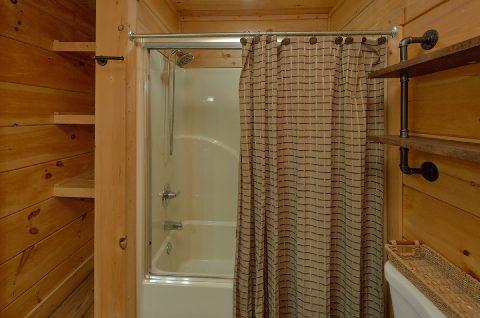 Luxurious 6 Bedroom 6 Bath Cabin Sleeps 18 - KenKnight's Wilderness Lodge