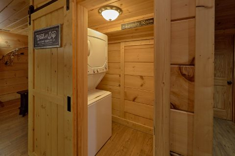 Washer and Dryer 6 Bedroom Cabin Sleeps 18 - KenKnight's Wilderness Lodge