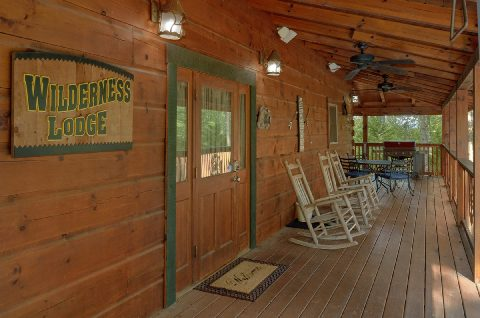Lots of Out Door Space 6 Bedroom Cabin - KenKnight's Wilderness Lodge