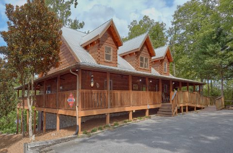 6 Bedroom Cabin with Lots of Parking - KenKnight's Wilderness Lodge