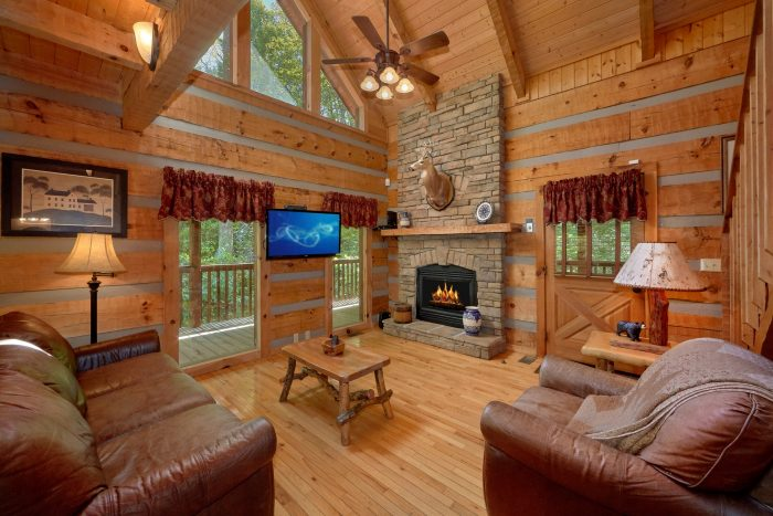 1 Bedroom Cabin with a fireplace in living room - Kicked Back Creekside