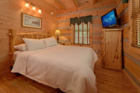 1 bedroom cabin with Private queen bedroom - Kicked Back Creekside