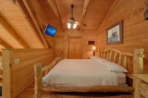 1 Bedroom cabin with loft bedroom and bath - Kicked Back Creekside