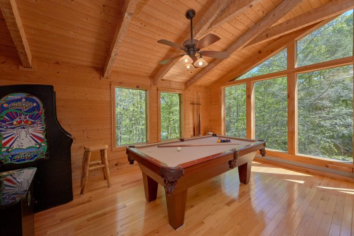 Smoky Mountain cabin with a pool table - Kicked Back Creekside
