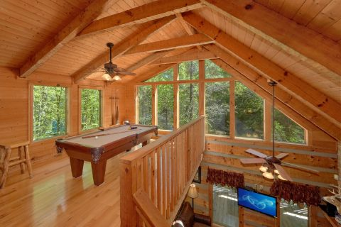 Wears Valley private cabin with pool table - Kicked Back Creekside