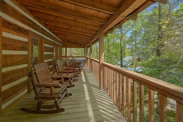 1 Bedroom cabin with an outdoor fireplace - Kicked Back Creekside