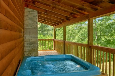 1 Bedroom Cabin with Cozy Outdoor Hot Tub - Knotty and Nice