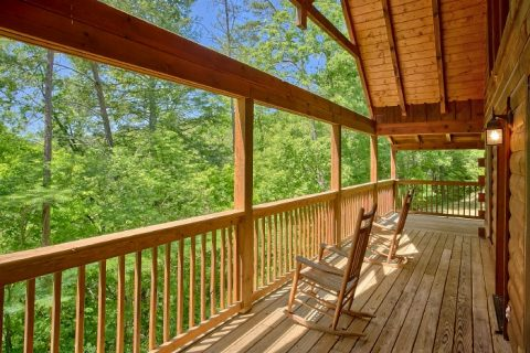 Honeymoon Cabin with Views from the Deck - Knotty and Nice