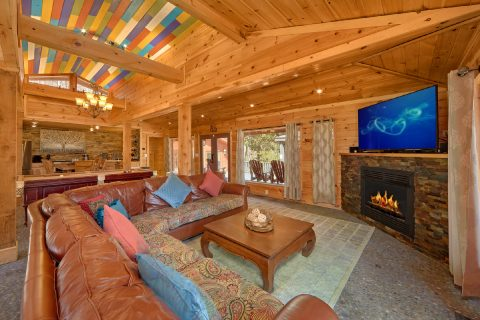Luxurious Gatlinburg 4 Bedroom Cabin Sleeps 8 - La Dolce Vita