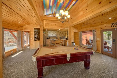 Pool Table 4 Bedroom Cabin in Gatlinburg - La Dolce Vita