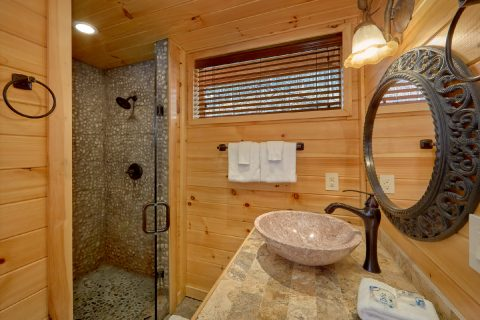 Gatlinburg 4 Bedroom Cabin with 4 Master Suites - La Dolce Vita