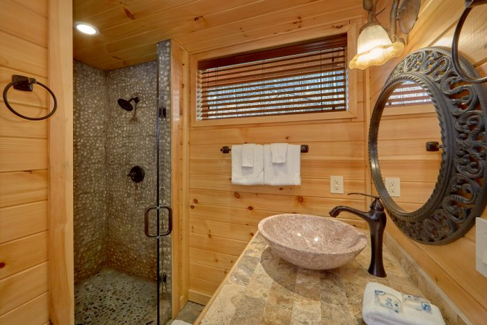 Gatlinburg 4 Bedroom Cabin with 4 Master Suites - La Dolce Vita